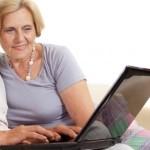 Autónoma recién jubilada viendo su pensión de jubilacion