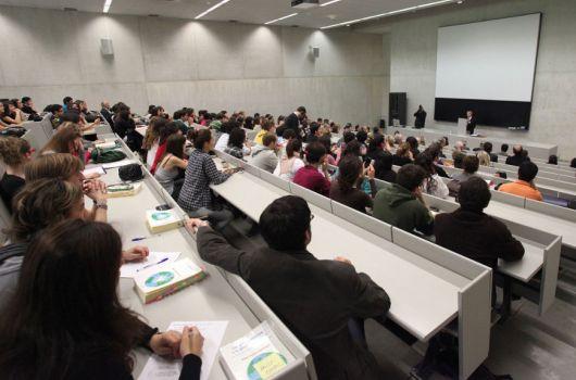Los_universitarios_prefieren_ser_funcionarios_antes_que_emprendedores