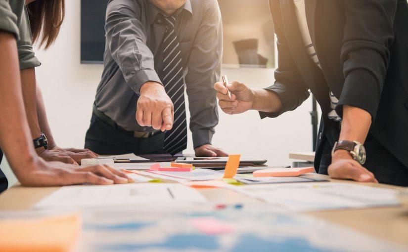 Los socios de sociedades profesionales cobrar con factura o nómina